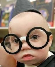 看我眼睛和额头就知道我是知识分子。嘎嘎嘎
