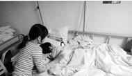 4月16日早上8时,广东汕尾8岁的女孩贝贝吃完早饭后独自一人去上学,途中一名骑摩托车的男子将贝贝掳至偏僻处强奸致其下体严重受伤。事后贝贝拖着受伤流血的身子一步一步走回家。经医院治疗后,贝贝已脱离了生命危险,但医生表示伤害可能影响她以后的生育
