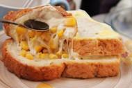蒸全麦土司夹玉米奶酪