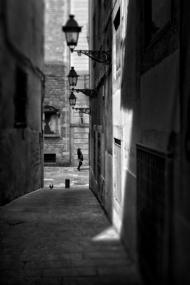 街灯下的寂寞