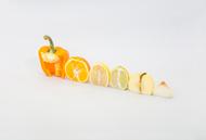 """来自摄影师Florent Tanet的作品""""A Colorful Winter"""",他把日常很容易找到的蔬菜水果,以很有趣的方式排列起来,不论是根据颜色、形状、大小、或任何特别的联想,总之拍下来的照片就是令人会心微笑"""