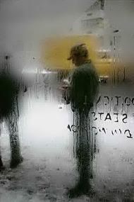 """纪实摄影:布列松从未展出作品,7张来自""""卡蒂埃布勒松:色彩问题""""(CartierBresson: A Question of Colour)摄影展的作品。这次摄影展在伦敦萨默塞特宫举办,展出了10张卡蒂埃布勒松(CartierBresson)之前未在英国展出过的作品,以及14名当代摄影师的75件作品。 卡蒂埃布勒松的黑白作品开辟了""""决定性时刻""""的理念,后继的摄影师们将其理念星火相传,用他们的彩色作品对""""决定性时刻""""做了新的阐释。"""