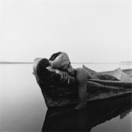 以缅甸风光为背景的人像摄影,画面平静又自然,来自加利福尼亚摄影师Monica Denevan