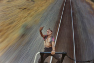 纪实摄影:火车上的少年时光,法国《巴黎竞赛报》展出了美国摄影师迈克•布罗迪(Mike Brodie)的摄影图集《少年时光》(A Period of Juvenile Prosperity),该图集共有104页,售价65美元。