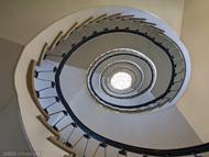 让创意旋转起来?!一组极富创意的旋转楼梯摄影作品