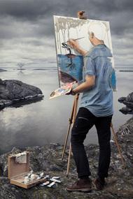 Johansson采用真实的影像作为素材。再用这些素材将脑中的想象现实化,创作出这些震撼的作品。