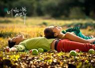 回想那时,我们的恋情,像青苹果一般青涩。