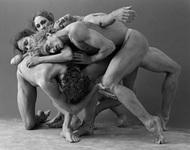 """James Houston摄影作品:Rawmoves    这组作品名为《Rawmoves》,拍摄对象是来自澳大利亚芭蕾舞团等舞蹈团体的舞者,因舞者们的行程安排,拍摄时间被限定在了5天,""""这是一次全新的尝试,这些影像并不关注舞蹈的技巧层面,而更多是描绘情绪和表达。"""""""